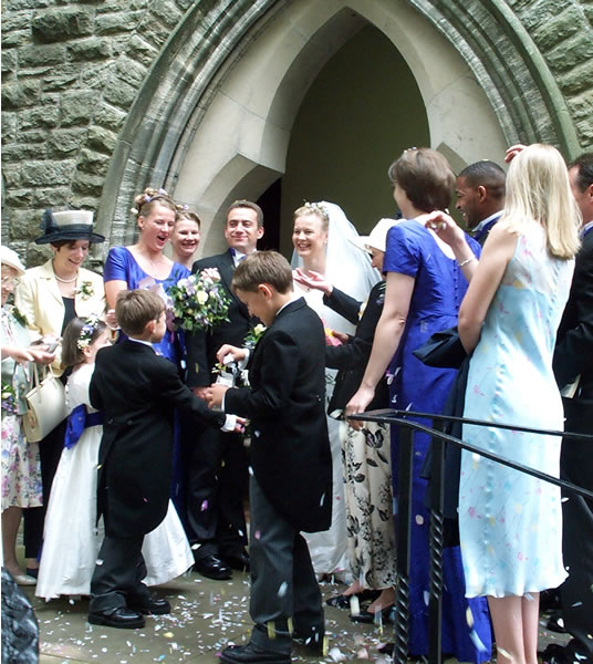 The happy couple, Darren & Loiuse, outside the church